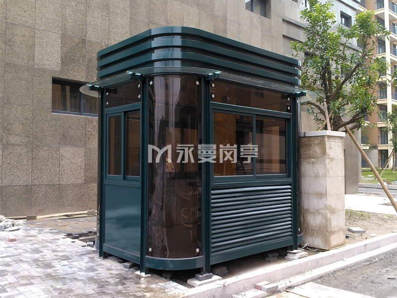 墨绿色钢结构保安岗亭